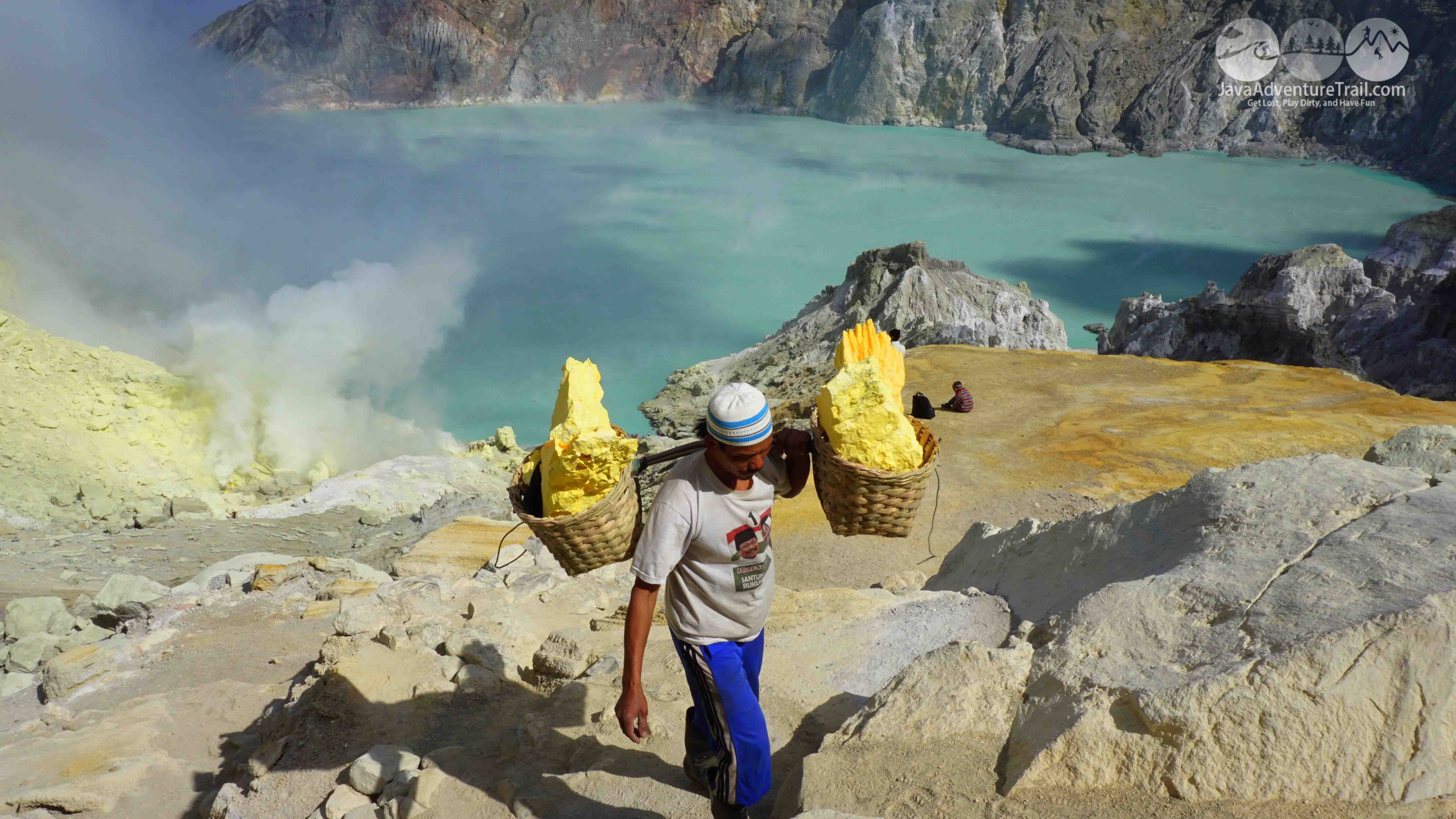 ijen crater tour price