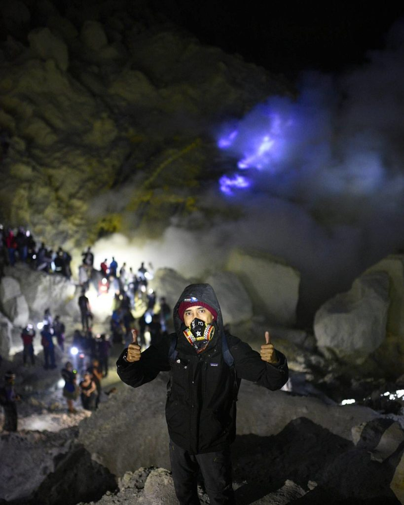 bluefire ijen tour, natural phenomenon of blue fire