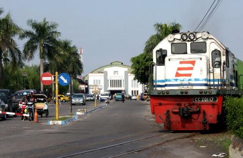 the train from yogyakarta to surabaya